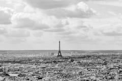 Da torre Eiffel cores traseiras e brancas dentro, Paris, França Imagens de Stock