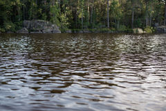 Da una barca in un lago in Svezia Immagini Stock Libere da Diritti