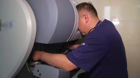 Медицинский робот Da Vinci Робототехническая хирургия Медицинский робот акции видеоматериалы