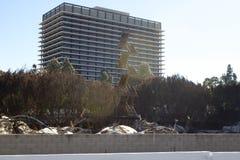 DA Vinci Fire in den im Stadtzentrum gelegenen Los Angeles gebrannten Treppenhaus-Strukturen Lizenzfreie Stockfotos