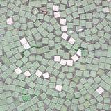 Dachówkowa mozaiki tła tekstura Mozaiki biel Colo i zieleń Zdjęcie Royalty Free