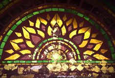 Dachówkowa sztuka na świątynnym drzwi obraz royalty free