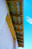 Dachówkowego dachu dolny widok obrazy stock