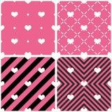 Dachówkowy wektoru wzór z sercami na różowym i czarnym tle ilustracja wektor