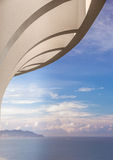 Dach über dem Ozean Lizenzfreie Stockbilder
