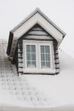 Dach abgedeckt im Schnee Lizenzfreie Stockbilder