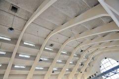 Dach-Bögen des Errichtens von einem Hall, Radio-Kootwijk, die Niederlande lizenzfreies stockfoto