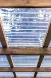 Dach carport z p??przezroczystym panwiowym klingerytem fotografia royalty free