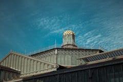 Dach des EL getragenen Mittegebäudes, Barcelona stockfotografie