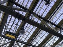 Dach dokonany w dworcu z zegarem Obraz Royalty Free