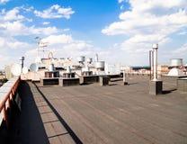 Dach einer Wohnanlage Stockfotos