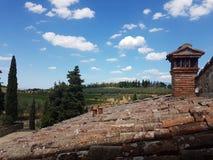 Dach eines netten Landhauses stockfoto