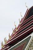 Dach eines Tempels in Thailand mit Gable Apex Lizenzfreies Stockfoto
