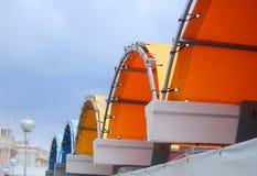 Dach errichtet mit Planen Stockbilder