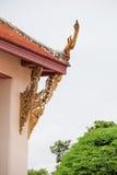 DACH-GIEBEL IM THAILÄNDISCHEN ART-TEMPEL Lizenzfreie Stockbilder