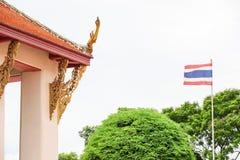 DACH-GIEBEL IM THAILÄNDISCHEN ART-TEMPEL Lizenzfreie Stockfotografie