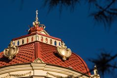 Dach grodowy wierza z iglicą w postaci krzyża Fotografia Stock