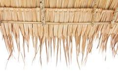 Dach hergestellt vom trockenen Gras Lizenzfreie Stockfotografie