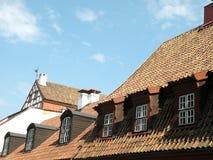 Dach mit Fenstern Stockfotos