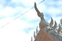 Dach mit Himmel stockfotografie