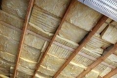 Dach mit Isolierung Stockfotografie