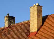 Dach mit Kamin Stockbilder