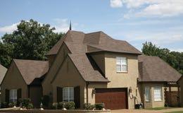 Dach nagelneu auf Haus Stockbild