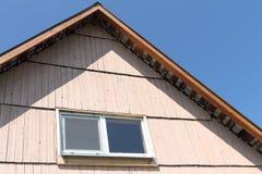 Dach od baru z okno od klingerytu Zdjęcia Stock