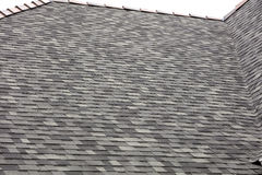 Dach-Schindeln mit Lehmkappen Lizenzfreies Stockbild