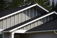 Dach-Spitzendachgesimse Stockbild