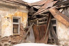 Dach stary dom załamujący się Fotografia Royalty Free