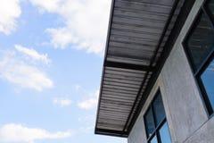 Dach szkotowy metal i niebieskie niebo Obrazy Royalty Free