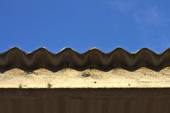 Dach und blauer Himmel Lizenzfreie Stockfotos