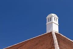 Dach und Kamin stockfotos