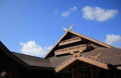 Dach von Häusern gegen blauen Himmel Lizenzfreie Stockfotos