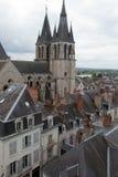 Dach von St.-Nicolas-Kirche in Blois Stockbild