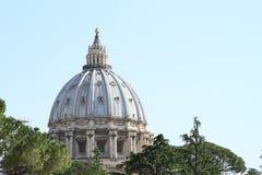 Dach von St- Peter` s Basilika Lizenzfreie Stockfotos