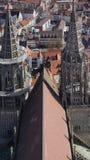 Dach von ulm Münster mit zwei kleineren Türmen stockfotografie