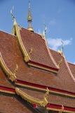 Dach von Wat Mani Phraison, Mae Sot, Tak-Provinz, Thailand Stockfoto
