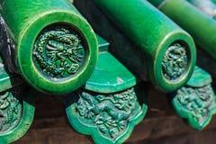 Dach z dekoracyjnymi zielonego smoka płytkami Zdjęcia Stock