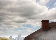 Dach z kominem w kraju i miasta niebie Zdjęcia Stock
