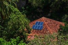 Dach z panelu słonecznego czerepem w lesie Fotografia Royalty Free