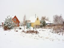 Dacha de madera de las casas del país ruso Fotos de archivo libres de regalías