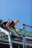 Dacharz gromadzić dachowe płytki Fotografia Stock