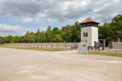Dachau - det elektriska staket och vakten står hög Royaltyfria Foton