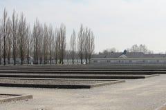 Dachau koncentrationslägerfält av misär som noteras som det första nazistutrotninglägret royaltyfria bilder