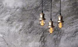 Dachboden hängende Edison-Lampen Stockbild
