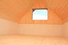 Dachboden mit Holz lizenzfreie stockbilder