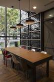 Dachbodenart-Sitzungsraum mit Straßenansicht Lizenzfreie Stockbilder