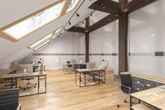 Dachbodenbürooffener raum mit Strahlen, Glastüren, Backsteinmauer, Bretterboden, Möbeln und Computern lizenzfreie abbildung